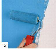 Niebieskie drzwi - malowanie ściany