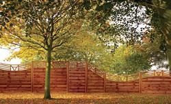 Ogrodzenia panelowe z drewna. Na co zwracać uwagę wybierając gotowy płot drewniany?