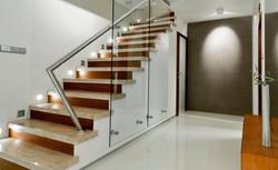 Jak łącznik światła schodowy i krzyżowy pomaga wygodnie oświetlić schody?