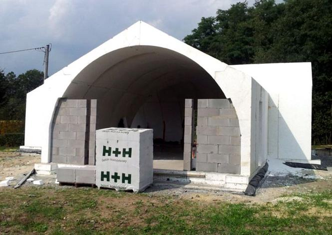 Budowa domu ze styropianowych elementów prefabrykowanych