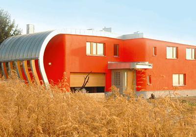 Dom energooszczędny z drewna klejonego.