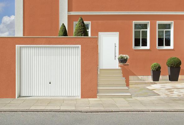 Brama i drzwi z trwałych materiałów