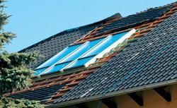 Remont dachu. Nowe okna połaciowe i kolektory słoneczne