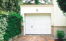 Wygodny wjazd do garażu pod domem i na poziomie terenu
