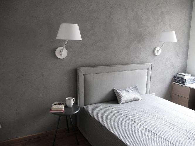 Pomysłowa aranżacja sypialni - połaczenie bieli i szarości