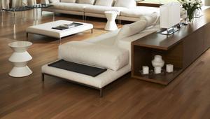 Lakier do drewna czy olej? Czym wykańczać podłogi drewniane