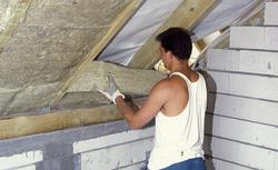 Ciepłe dachy w domach energooszczędnych. Jakie wymagania muszą spełniać dachy od 2021 roku?