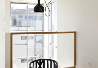 Balustrady szklane przy schodach, balkonach i tarasach. Z jakiego szkła je wykonać i jak zamontować?