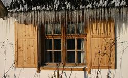 Jak zmniejszyć straty ciepła? Prawidłowa termoizolacja domu przed zimą