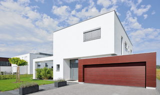 Brama z gwarancją jakości. 5 cech, dla których warto zainwestować w markową bramę garażową