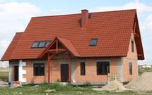 Jak rośnie koszt wybudowania domu, kiedy przedłużają się prace budowlane?