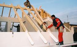 Więźba dachowa: więźba tradycyjna czy więźba prefabrykowana
