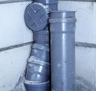 Piony instalacji kanalizacyjnej