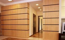 Drewno na ścianie: boazeria, fornir, a może sklejka?