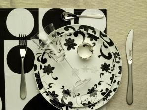 Geometryczna aranżacja stołu
