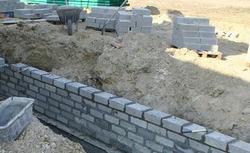 Jaka gotowa zaprawa murarska do fundamentów, a jaka do ścian nośnych? Poradnik